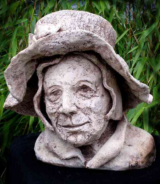 Woman with hat, stoneware, h 40 cm.